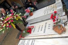 Bárez ante la tumba de Leonor