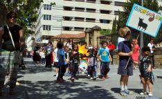 La 'cuadrilla' en el desfile por el paseo del Espolón. / SN