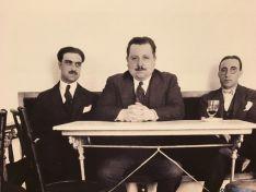 En el centro, el alcalde fusilado Anastasio Vitoria. /P.C.