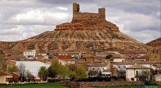 El castillo, en un cerro sobre el pueblo./Dip.