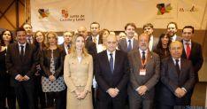 Representantes de las 17 ciudades, con el ministro Jorge Fernández