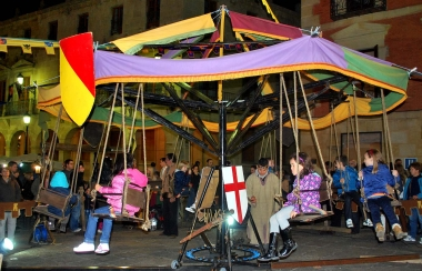 Columpio medieval en la plaza Mayor
