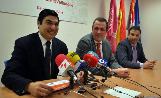 Óscar Abellón (izda.), Luis Miguel Bonilla y Juan Guerrero, este miércoles en el Campus Duques de Soria.  / SN