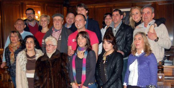 Los jurados con los miembros de la Comisión de Festejos. / Ayto
