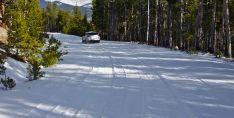Una carretera nevada.