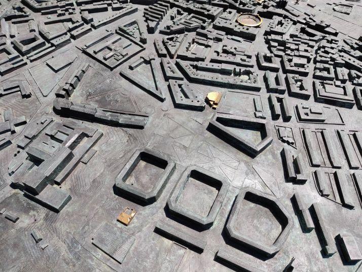 El reto: ¿Eres capaz de identificar los 49 edificios dorados de la gran maqueta de Soria? | Imagen 8