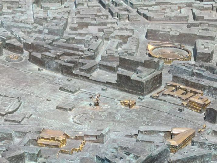 El reto: ¿Eres capaz de identificar los 49 edificios dorados de la gran maqueta de Soria? | Imagen 1