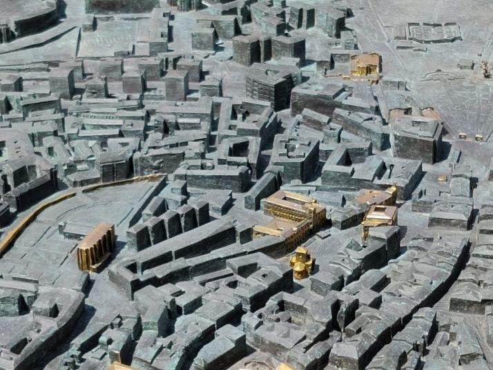 El reto: ¿Eres capaz de identificar los 49 edificios dorados de la gran maqueta de Soria? | Imagen 5