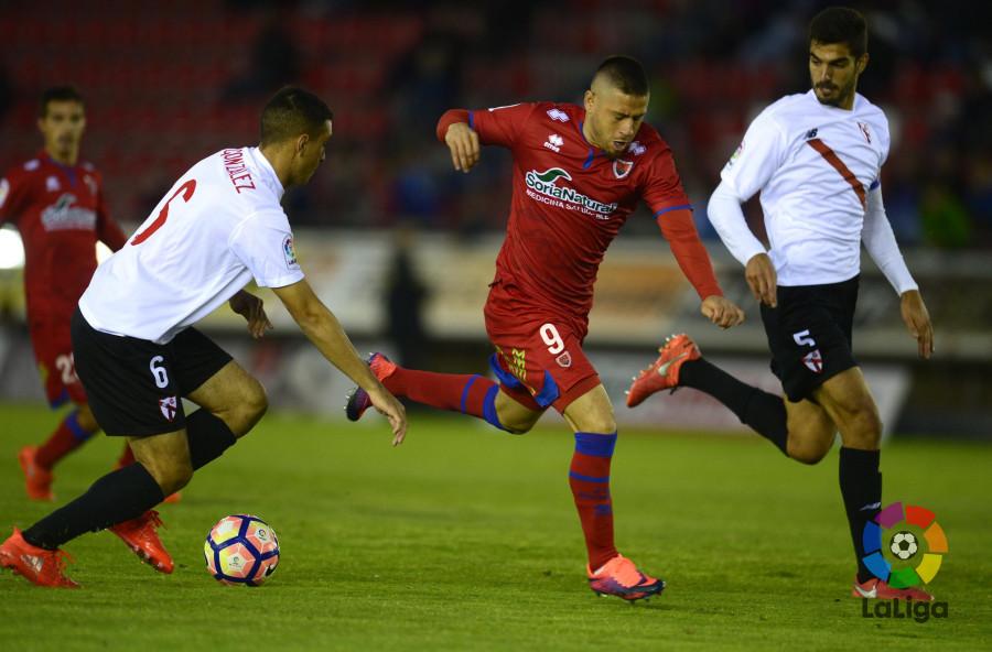 El Numancia marca 677 minutos después pero no pasa del empate en Sevilla  | Imagen 6